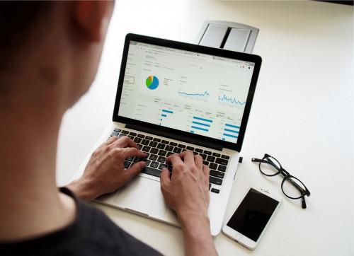 Facebook Ads i Google Ads dla eCommerce od Medializer