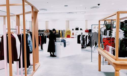 Globalne marki przenoszą się do sieci. Jak mniejsze sklepy mogą rywalizować z taką konkurencją?